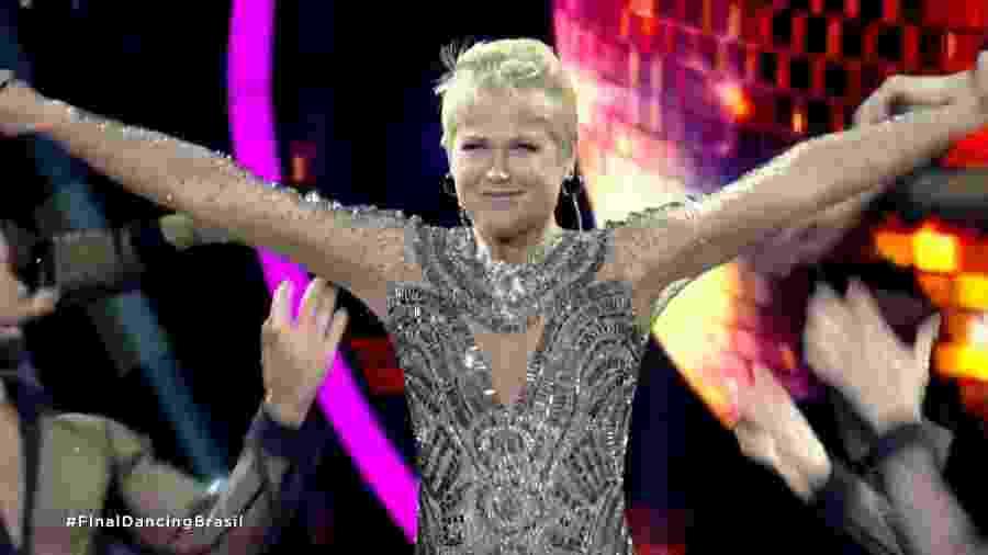 """Xuxa Meneghel apresenta a final da primeira temporada do """"Dancing Brasil"""", na Record, e revela que não esperava a eliminação de dois competidores precocemente: Mika e de Sheila Mello - Reprodução/Record"""