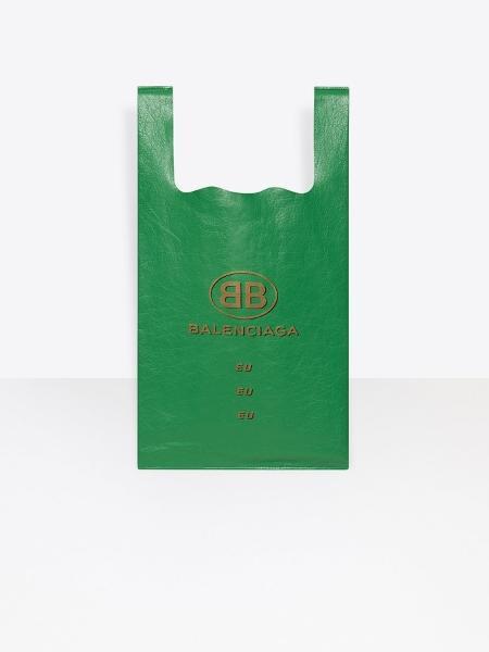 12c1db1ff Balenciaga lança sacolas de supermercado a partir de R$ 3.300 - 11 ...