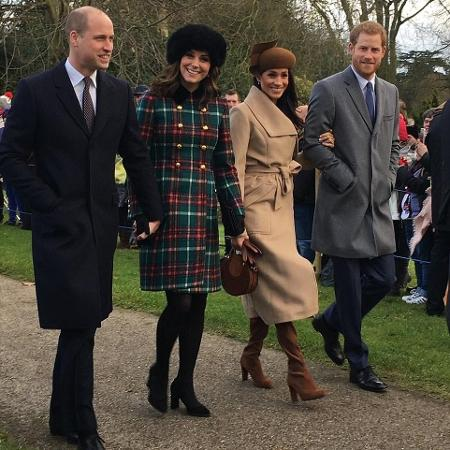 Príncipe William,  Kate Middleton, Meghan Markle e príncipe Harry, a caminho da igreja St Mary Magdalene, em Sandringham - Karen Anvil/@Anvilius/Twitter