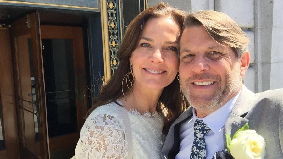 Terry Farrell e Adam Nimoy se casam nos EUA - Reprodução/Twitter