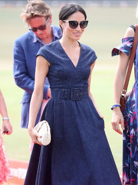 2b8d72b864 Duquesa de Sussex completa look com bolsa de apenas 33 dólares - 27 ...