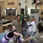 Gabi Prado revida e joga água no rosto de Nadja Pessoa - Reprodução/Play Plus