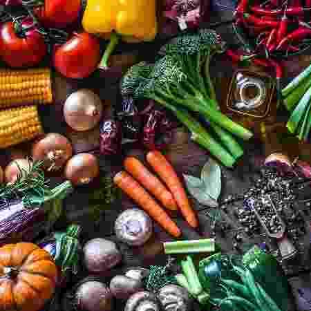 Alimentação vegetariana merece atenção na substituição de nutrientes - istock