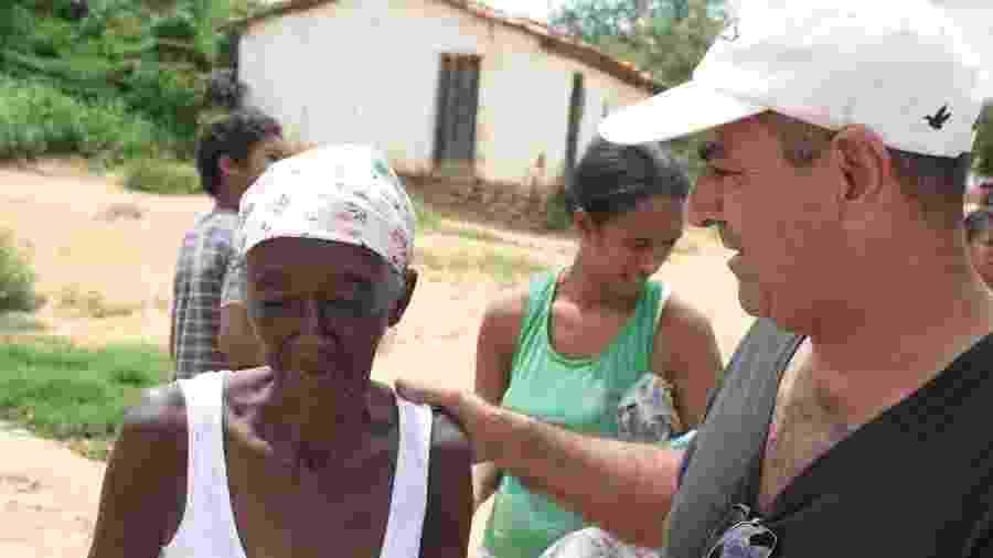 Deusivaldo Rosa dos Santos percorre cerca de 4.600 km entregando doações - Divulgação/Amigos do Jequiti