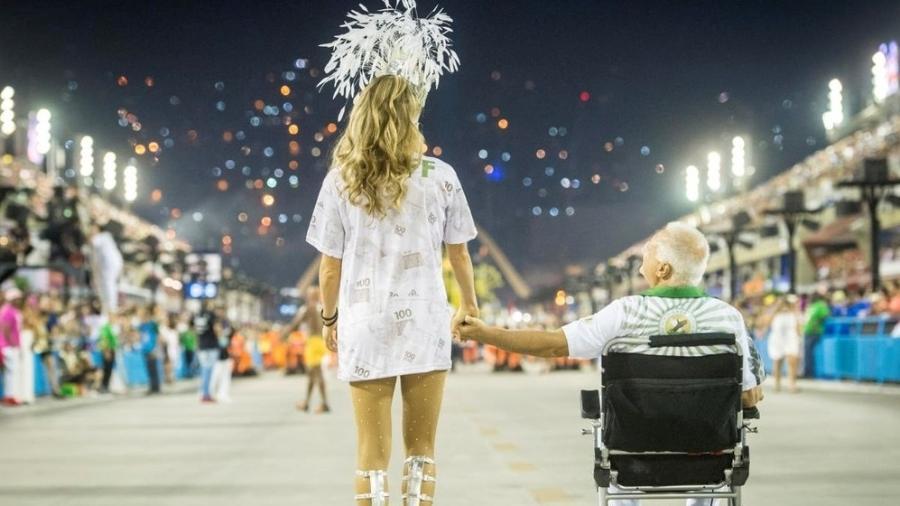 """Paloma (Grazi Massafera) e Alberto (Antonio Fagundes) em cena emocionante de """"Bom Sucesso"""" - Divulgação / Globo"""