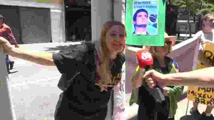 """""""Não queremos que mexam com o Moro"""", pediu essa mulher, do lado de fora do estúdio da Jovem Pan em São Paulo - Reprodução/Jovem Pan - Reprodução/Jovem Pan"""