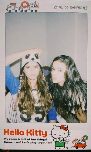 Bruna Marquezine e Manu Gavassi em foto antiga