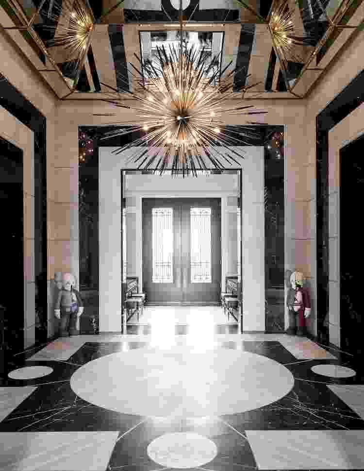 Hall da mansão de Drake em Toronto, Canadá - Reprodução/Architectural Digest - Reprodução/Architectural Digest