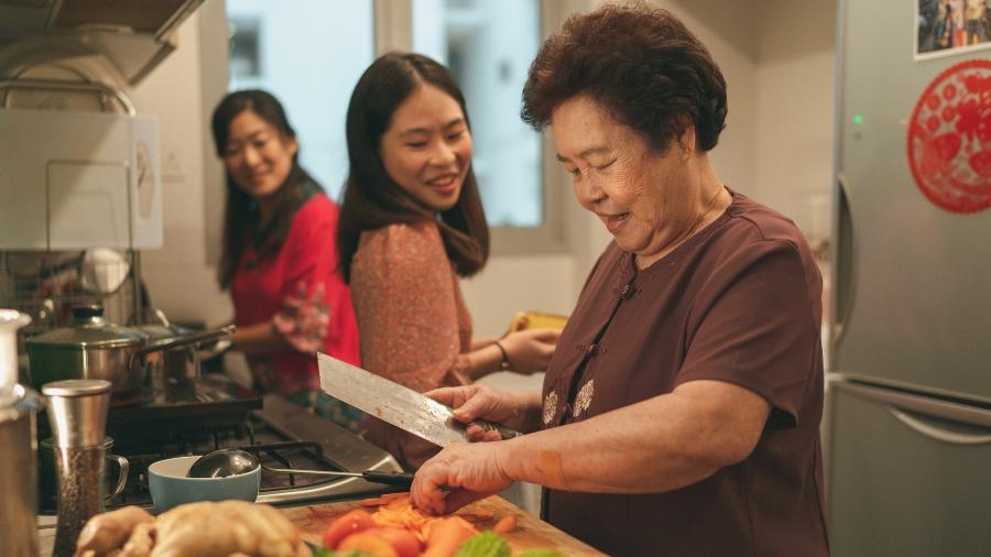Cada fase de vida da mulher pede nutrientes específicos para melhorar a qualidade de vida e prevenir doenças, como a osteoporose - iStock
