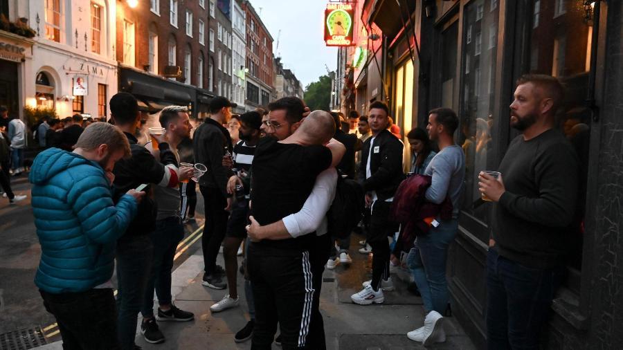 Bar em Londres, na Inglaterra - Getty Images