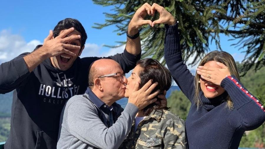 Jonathan Nemer mostra foto em família para celebrar saída da mãe da UTI - Reprodução/Instagram