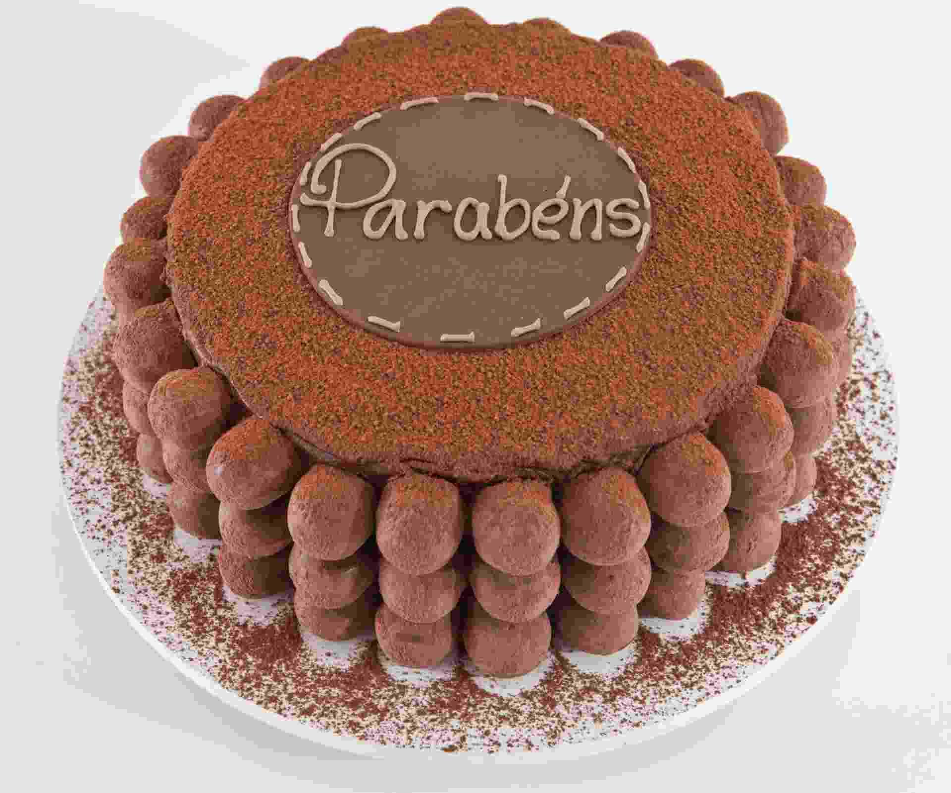 Trufas e chocolate em pó foram os ingredientes usados para dar acabamento ao bolo trufado da Studio Cake (www.studiocake.com.br). Custa R$ 330 e serve 20 pessoas. Preço consultado em setembro de 2015 e sujeito a alterações - Divulgação
