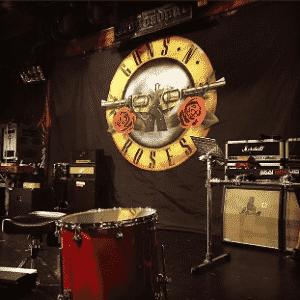 O palco já está sendo preparado para a apresentação do Guns N' Roses - Reprodução