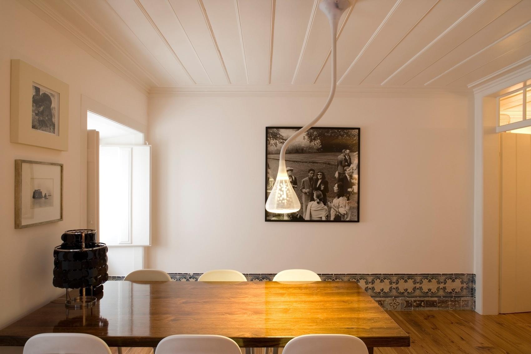da cozinha é o mesmo das salas: o forro e as paredes são brancos e  #C68005 1701x1134