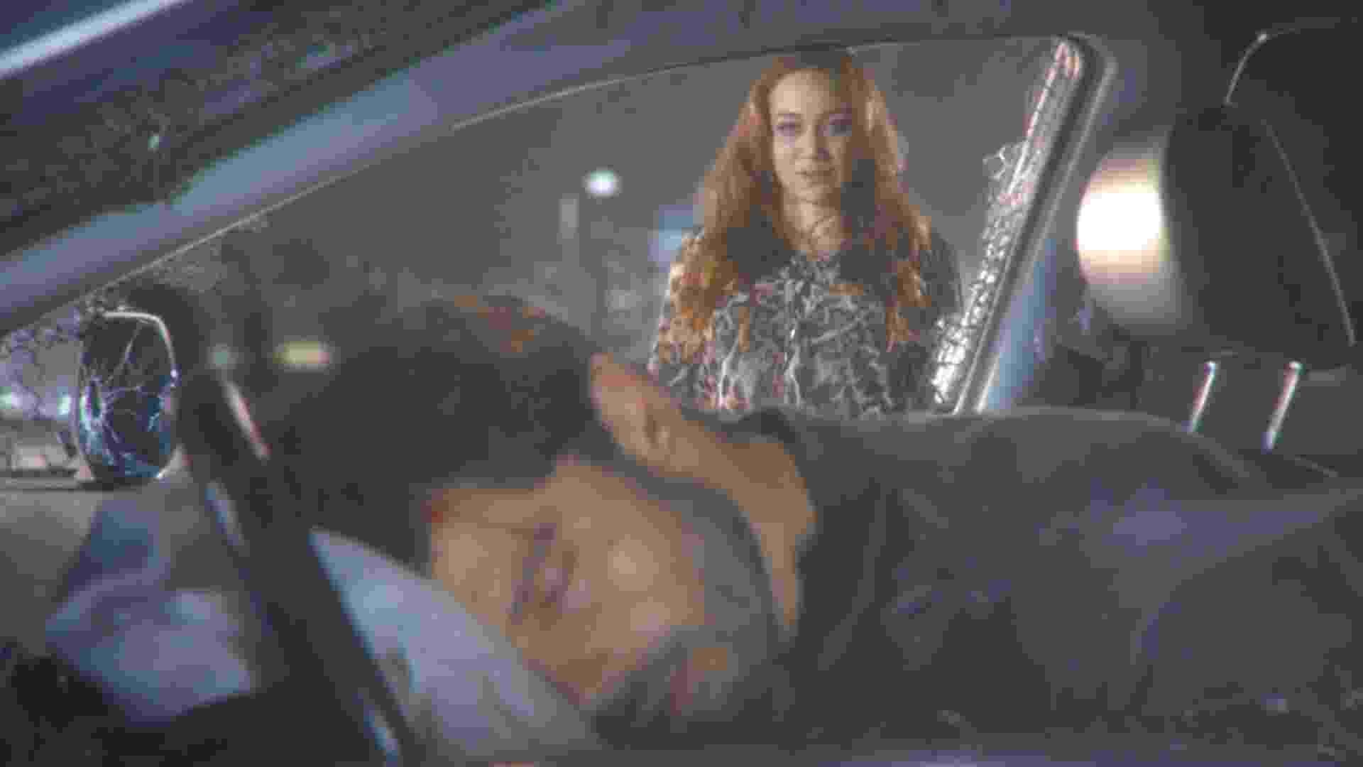 """Em """"Cúmplices de um Resgate"""", Otávio (Duda Nagle) está prestes a descobrir a verdade sobre o sequestro das gêmeas Manuela e Isabela (Larissa Manoela), mas a vilã Regina (Maria Pinna) decide dar um fim à vida do galã e provoca um criminoso e gravíssimo acidente de carro. A cena irá ao ar nesta quinta-feira (30), no SBT - Reprodução/SBT"""