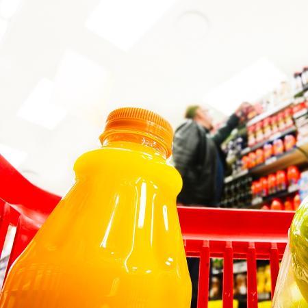 As bebidas doces, como sucos de caixinha, contribuem para os altos índices de obesidade, especialmente em crianças - iStock