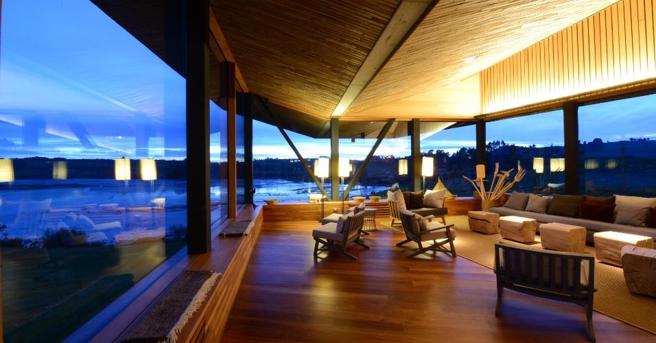 Chiloé (Chile): O hotel Tierra Chiloé (www.tierrahotels.com) tem pacote de quatro noites a partir de US$ 2.600 por pessoa (R$ 8.353, em valores convertidos em 17/1/2017). Inclui hospedagem com sistema all-inclusive, excursões e traslados. Reservas: (56-2) 2207 8861. (Preços e condições consultados em janeiro de 2017 e sujeitos a alterações. Entre em contato com o estabelecimento antes de fazer a reserva)