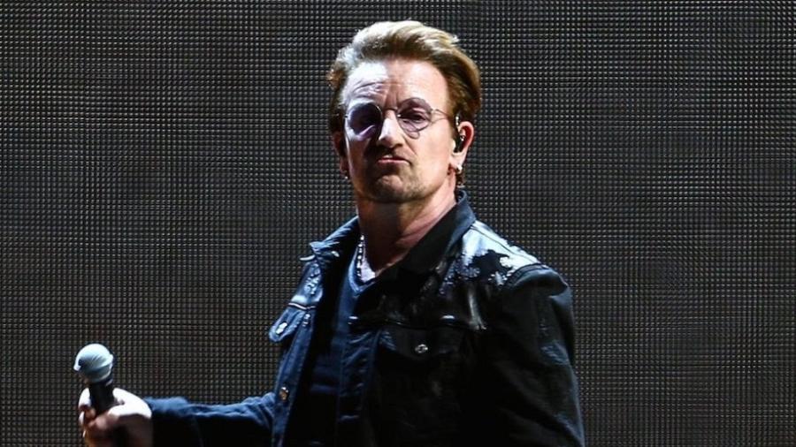 O vocalista Bono, líder do U2: banda volta ao Brasil em outubro - Getty Images