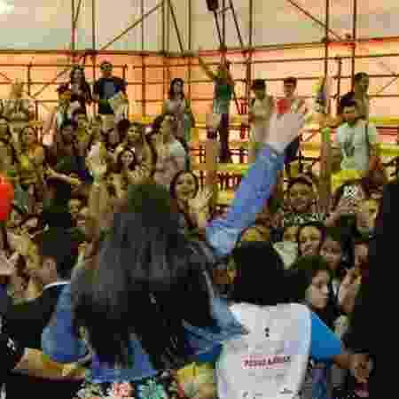8655ead0496e1 Maisa x Larissa  Quem arrastou mais fãs na Bienal do Livro do Rio ...
