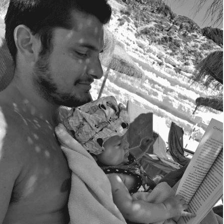 """Bruno Gissoni mostra Madalena """"lendo"""" - Reprodução/Instagram/brunogissoni"""