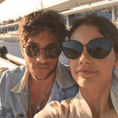 Recentemente, Chay Suede e Laura Neiva fizeram uma viagem romântica e dividiram com os fãs  - Reprodução/Instagram/chay