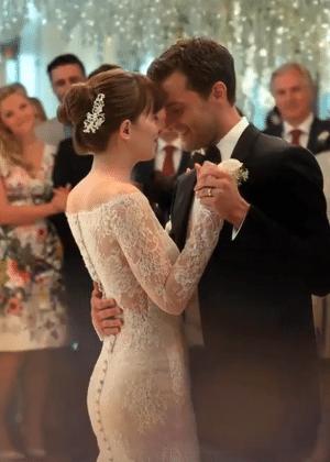 """O casamento de Ana e Christian em """"Cinquenta Tons de Liberdade"""""""