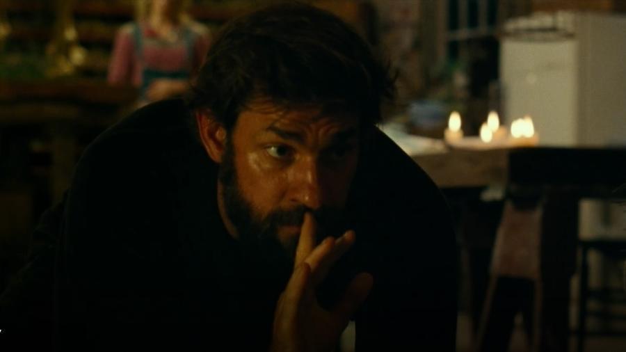"""John Krasinski em cena de """"Um Lugar Silencioso"""" - Reprodução"""