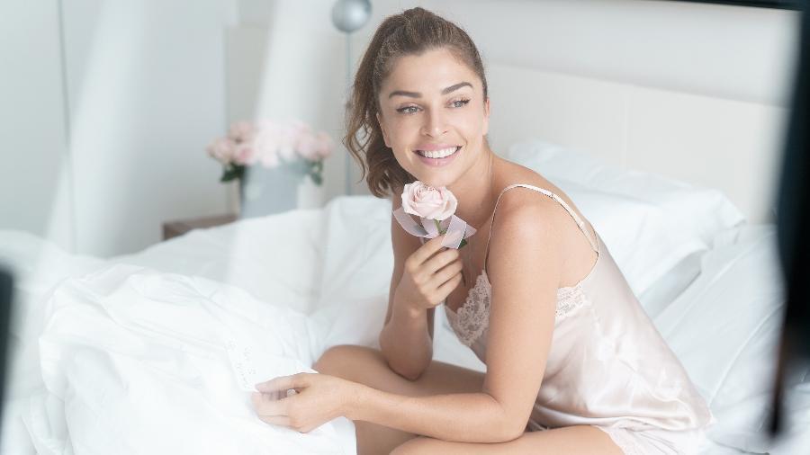 Grazi Massafera nos bastidores de campanha de lingerie - Divulgação