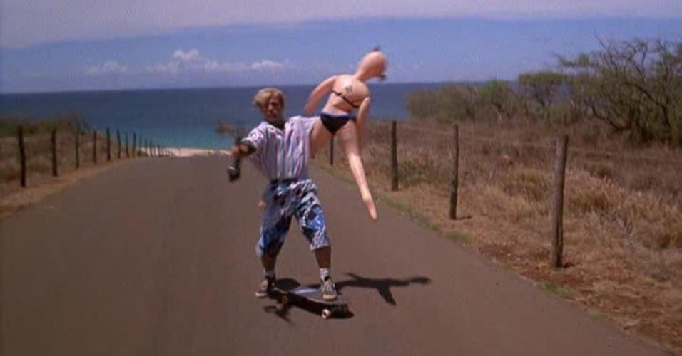 """Cena do filme """"Sinistra Passagem pelo Havaí"""" (1987)"""