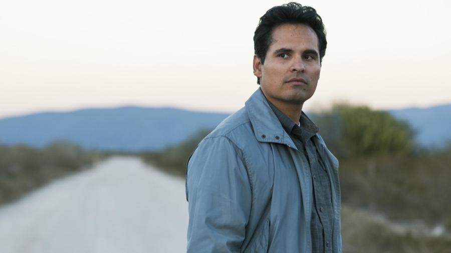 """O ator Michael Peña em cena de """"Narcos: México"""" - Divulgação/Netflix"""