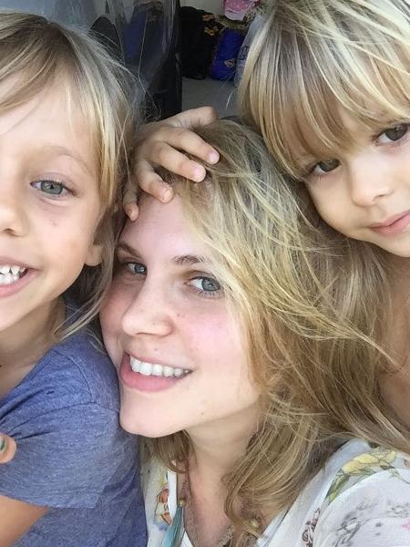 Carolinie Figueiredo com Bruna Luz e Theo - Reprodução/Instagram/carolinie_figueiredo