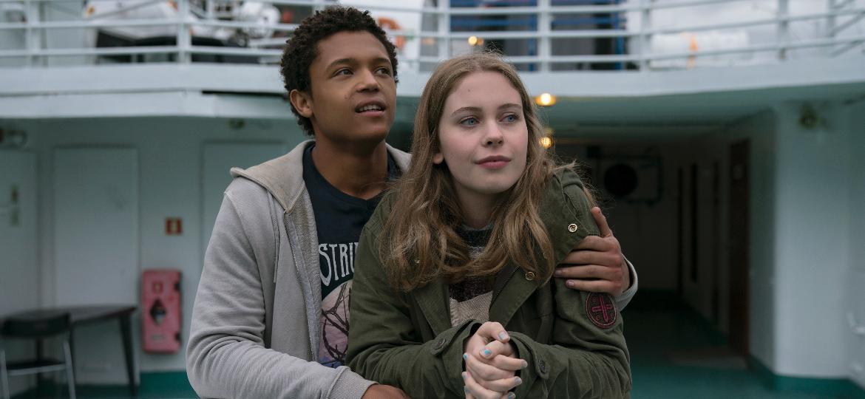 """Harry (Percelle Ascott) e June (Sorcha Groundsell) em cena de """"Os Inocentes"""", da Netflix - Divulgação/Netflix"""