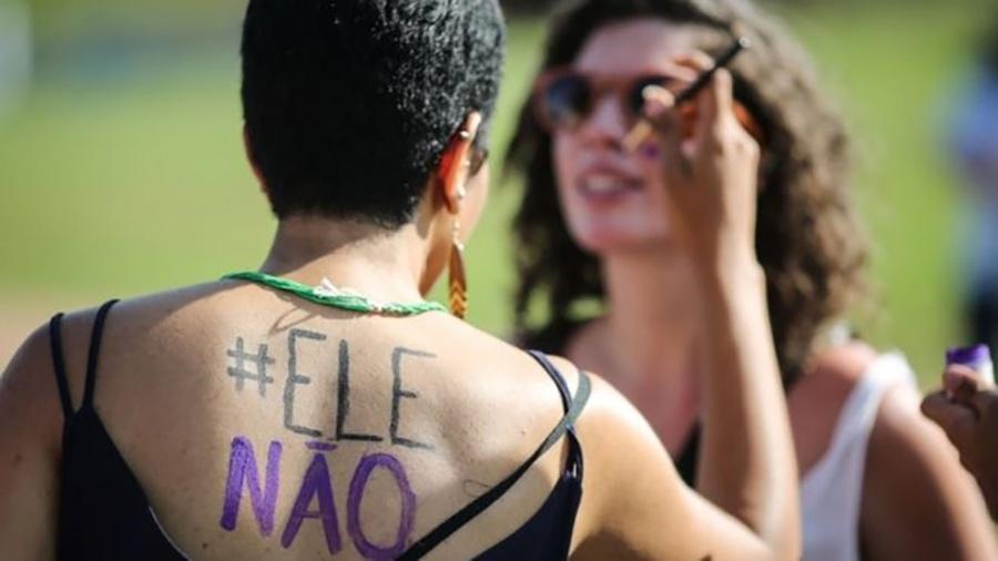 Pesquisa da USP feita entre manifestantes que foram ao ato #EleNão, em São Paulo, indica que composição foi homogênea, com maioria de esquerda, branca e com escolaridade e renda elevadas - AFP