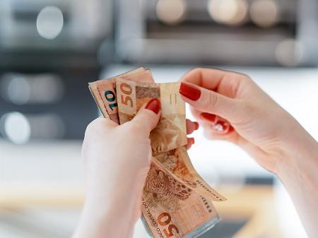 Coronavírus: quem lida com dinheiro precisa se preocupar?