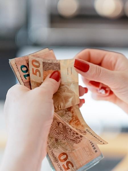 Benefício do Renda Básica Emergencial varia entre R$ 100 e R$ 200 - FG Trade/iStock