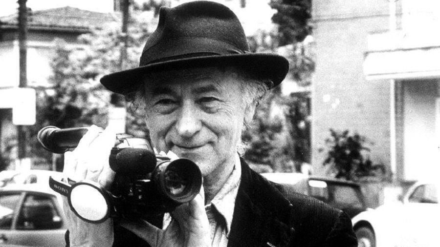 O cineasta Jonas Mekas na capital paulista, em 1994 - Folhapress