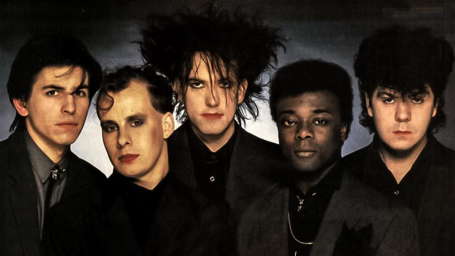 The Cure com o baterista Andy Anderson (segundo da direita para a esquerda) - Reprodução