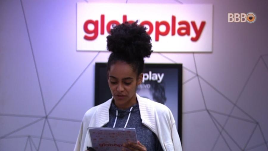 Gabriela lê recado da produção - Reprodução/GloboPlay