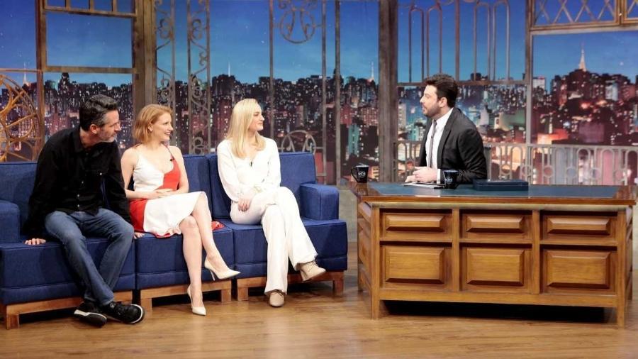 """Simon Kinberg, Jessica Chastain e Sophie Turner conversam com Danilo Gentili no """"The Noite"""" - Lourival Ribeiro/SBT"""