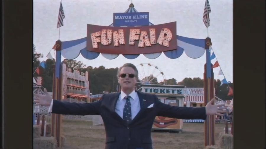 O Prefeito Kline (Cary Elwes), novo personagem de Stranger Things - Reprodução/Twitter