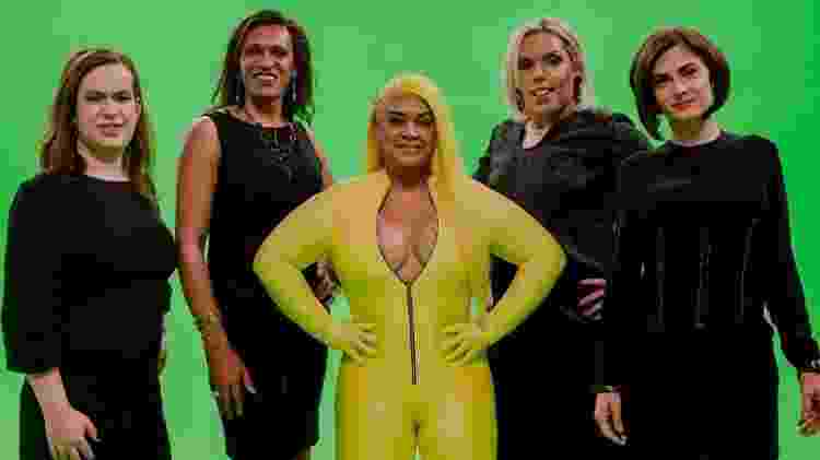 Preta Gil entre as mulheres transexuais que participam do seu clipe Só o Amor - Reprodução/ Instagram - Reprodução/ Instagram
