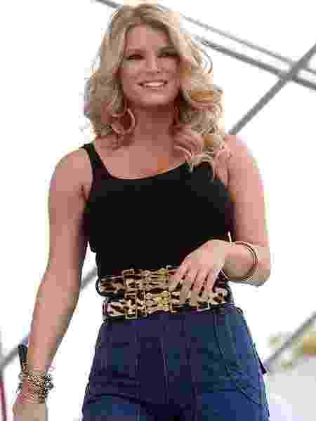 Jessica Simpson performando no festival da Rádio Kiss Country, em 2009 - Logan Fazio/Getty Images