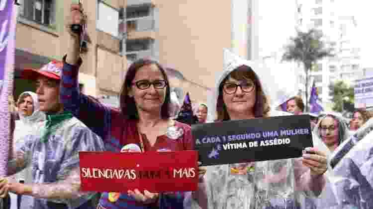 """As amigas Luciana Maia de Souza e Ana Célia Mendonça: manifestação """"dá paz"""" por ver pessoas com as mesmas preocupações - Gabriela Burdmann/UOL"""