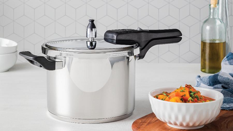 Item indispensável em qualquer cozinha, a panela de pressão oferece várias vantagens no preparo dos alimentos. Saiba como escolher - Divulgação/Tramontina