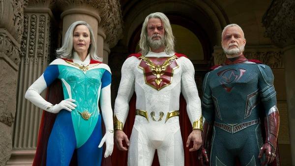 Grace (Leslie Bibb), Sheldon (Josh Duhamel) e Walter (Ben Daniels) em 'O Legado Júpiter'