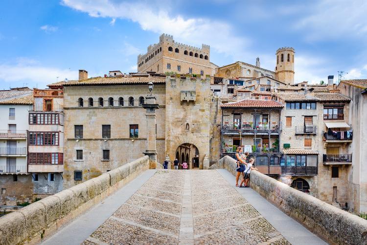 Ponte all'ingresso della città medievale di Valterபpress, Spagna - Getty Images / iStockPhoto - Getty Images / iStockPhoto