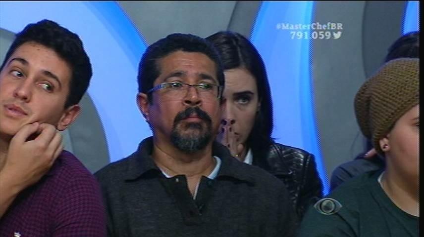 """15.set.2015 - Pai de Raul palpita e o participante dá uma resposta atravessada: """"Se liga, pai"""""""