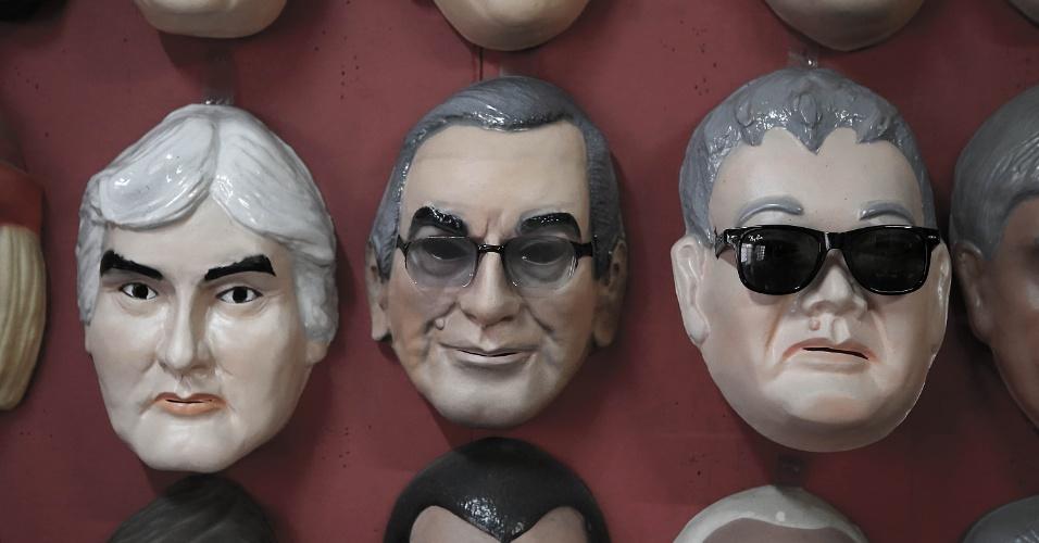 11.jan.2016 - Fábrica de máscaras, da empresária Olga Gibert Huch, aposta em máscaras do policial federal Newton Ishii, que ficou conhecido como Japonês da Federal, além de políticos como a presidente Dilma Rousseff, o presidente da Câmara, Eduardo Cunha (PMDB-RJ), e do senador Delcídio Amaral (PT-MS)