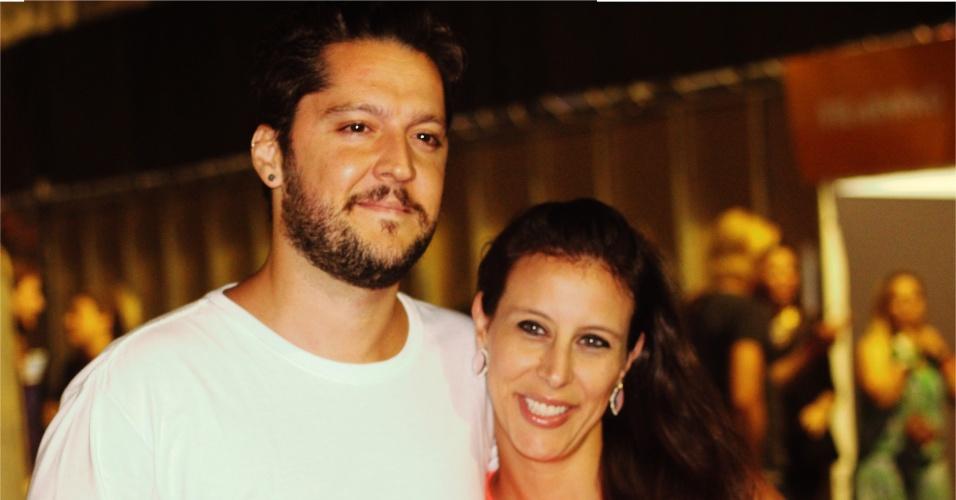 23.jan.2016 - O apresentador André Vasco com a namorada