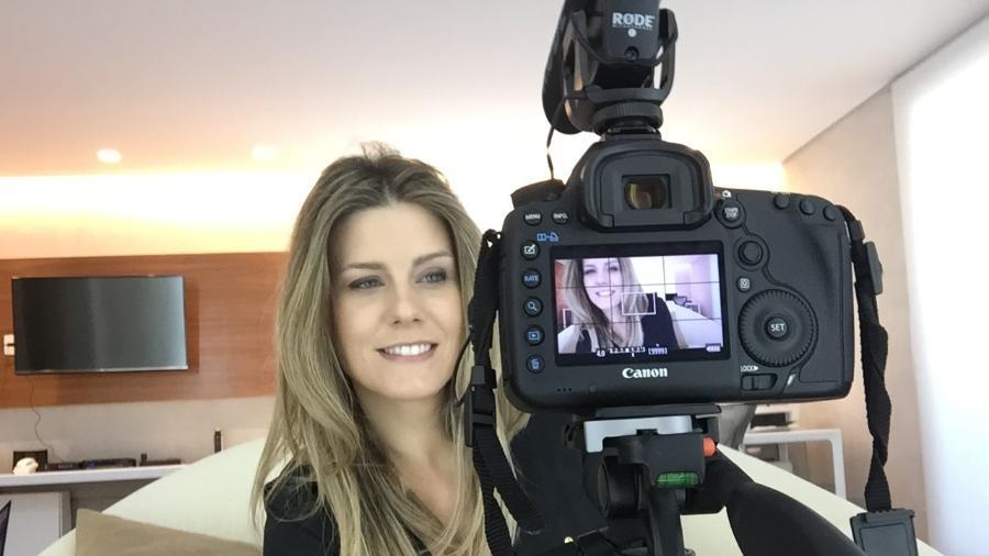 Daiana Garbin produz, filma e edita sozinha os vídeos de seu canal no YouTube - Divulgação